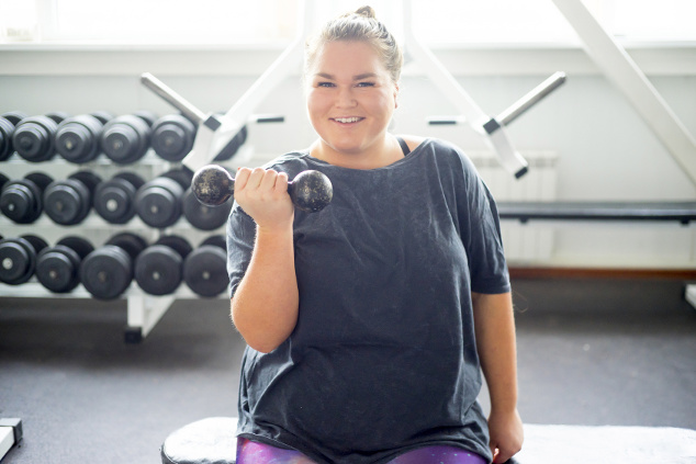 Hanteltraining mit Übergewicht